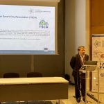 張智強秘書長於法國介紹臺灣智慧城市發展協會。