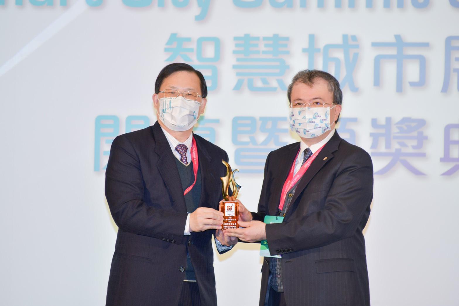 【賀】本會張智強祕書長(皇輝科技股份有限公司執行長)榮獲《第六屆2021系統整合輸出獎》